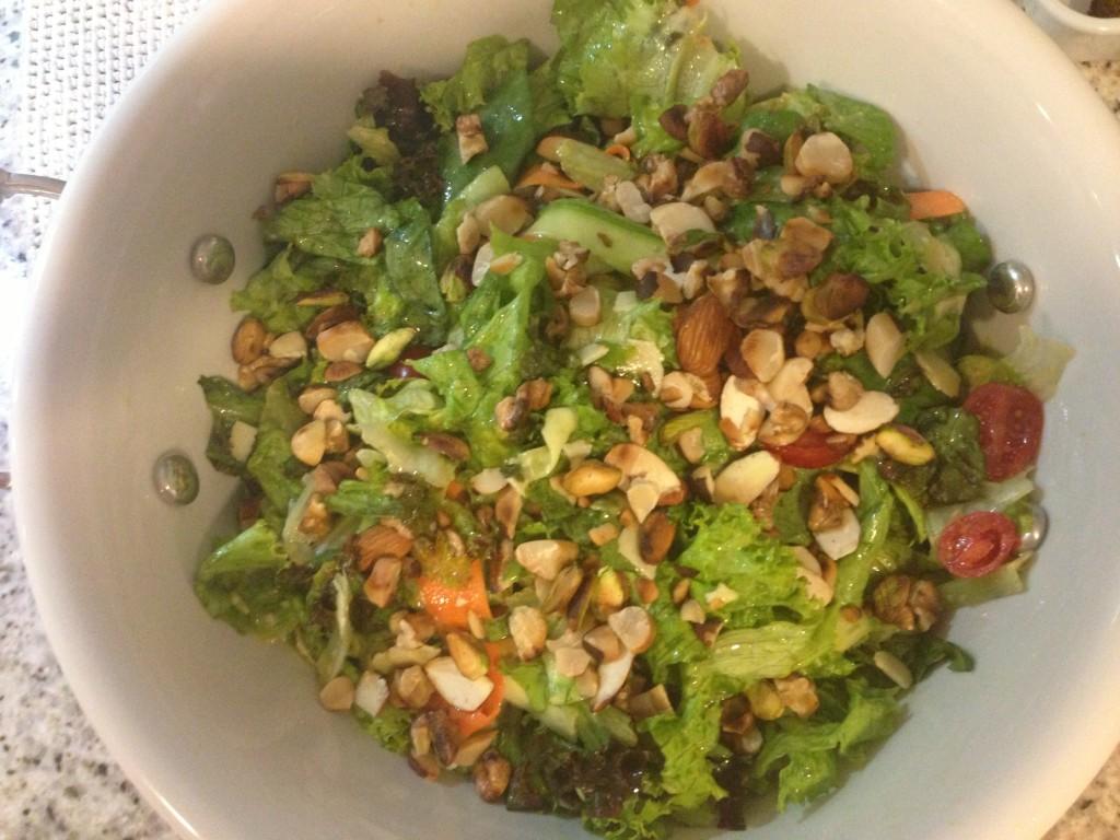 Para começar uma salada verde, que na minha opinião não pode faltar nunca