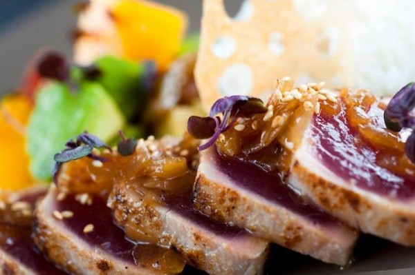 "Atum semi grelhado ""seared tuna"""