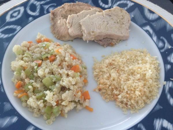 Peito de Peru bolinha sadia + Quinoa com legumes + Farofa de Panko